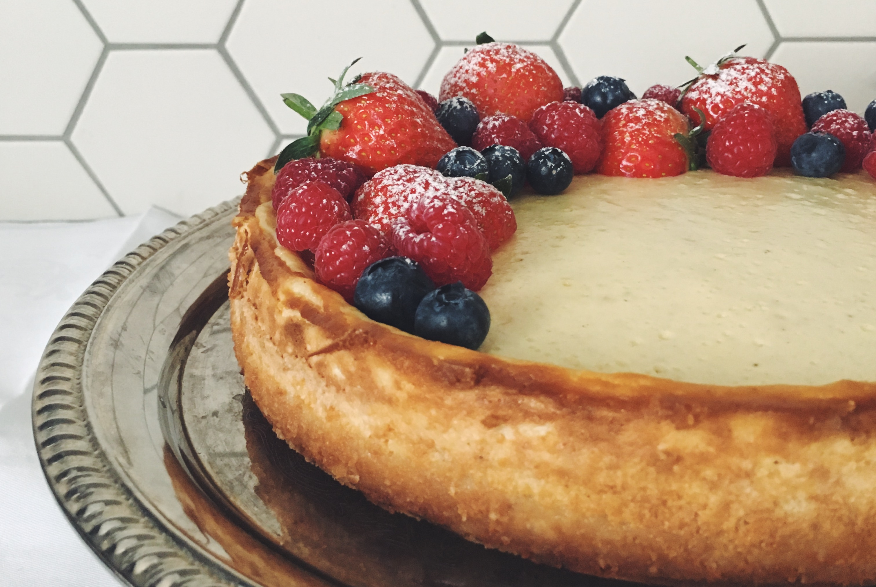 Der perfekte Cheesecake - mit Beeren und Himmbersauce