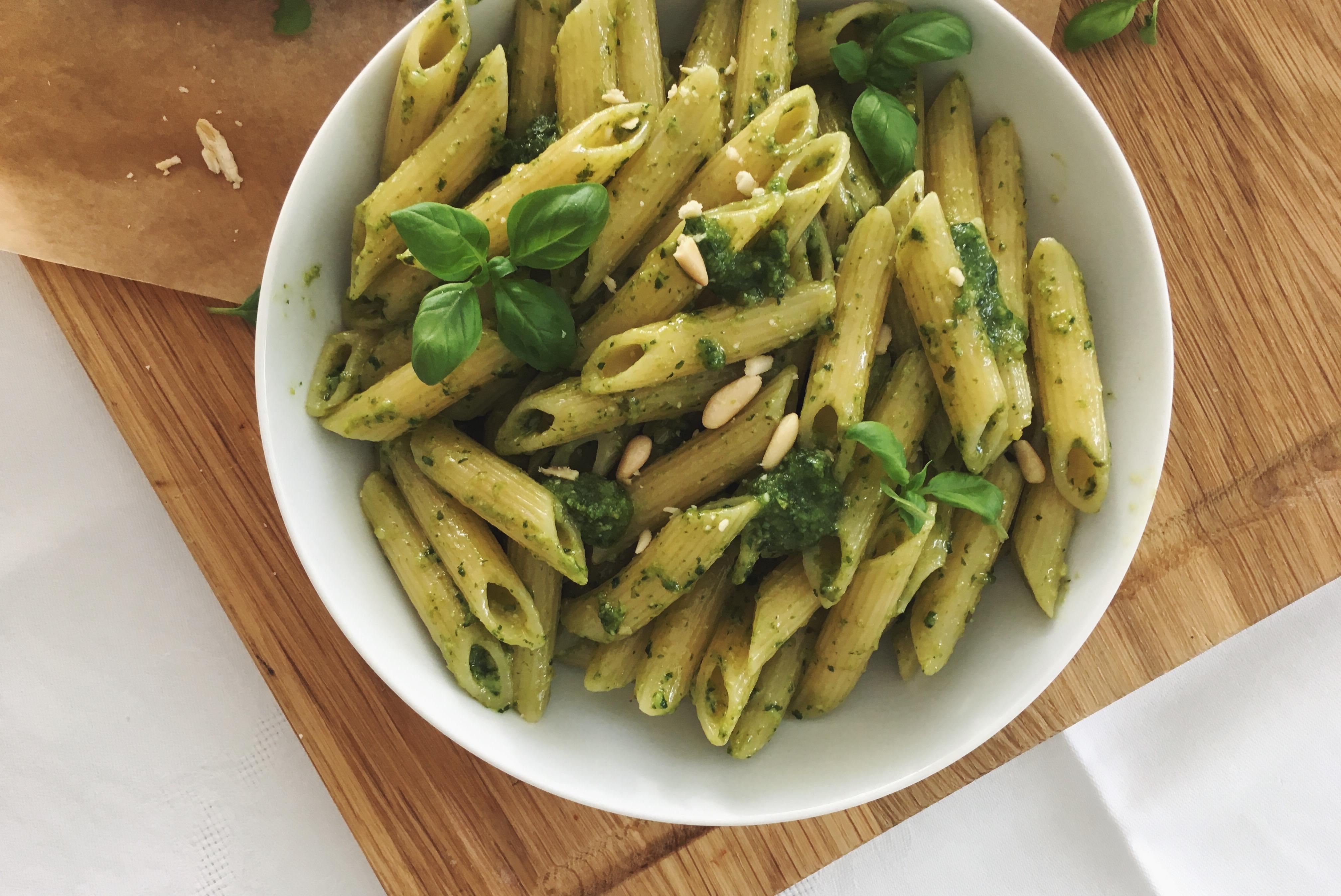 Basilikum-Pesto: Eine Portion Sommer auf dem Teller