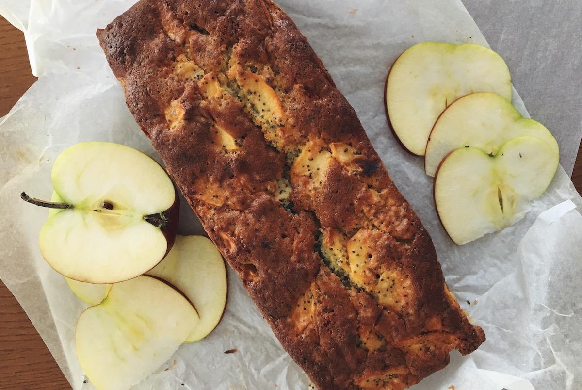 Apfel-Cake mit Mohn und Vanille