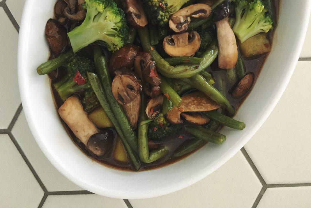 Gemüse nach Szechuan Art - asiatische Gemüsepfanne