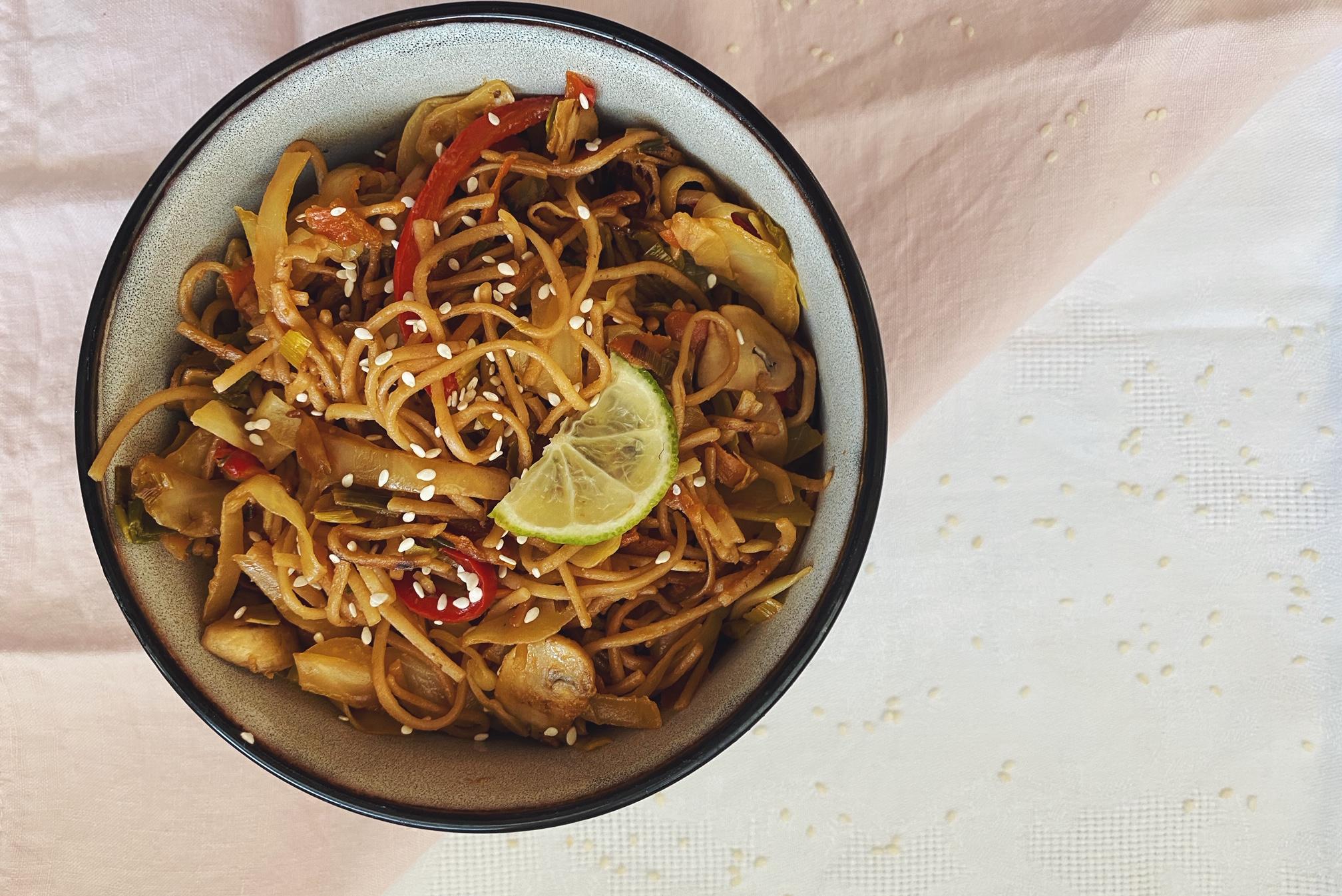 Chow mein: gebratene Nudeln mit Gemüse