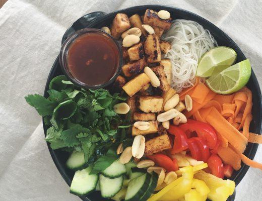 Bún chay: Vietnamesischer Nudelsalat mit caramelisiertem Tofu