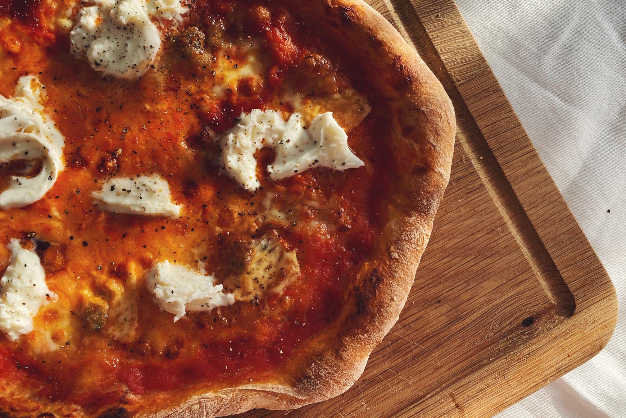 Pizza fatta a casa - der knusprigste Pizza-Teig für Zuhause