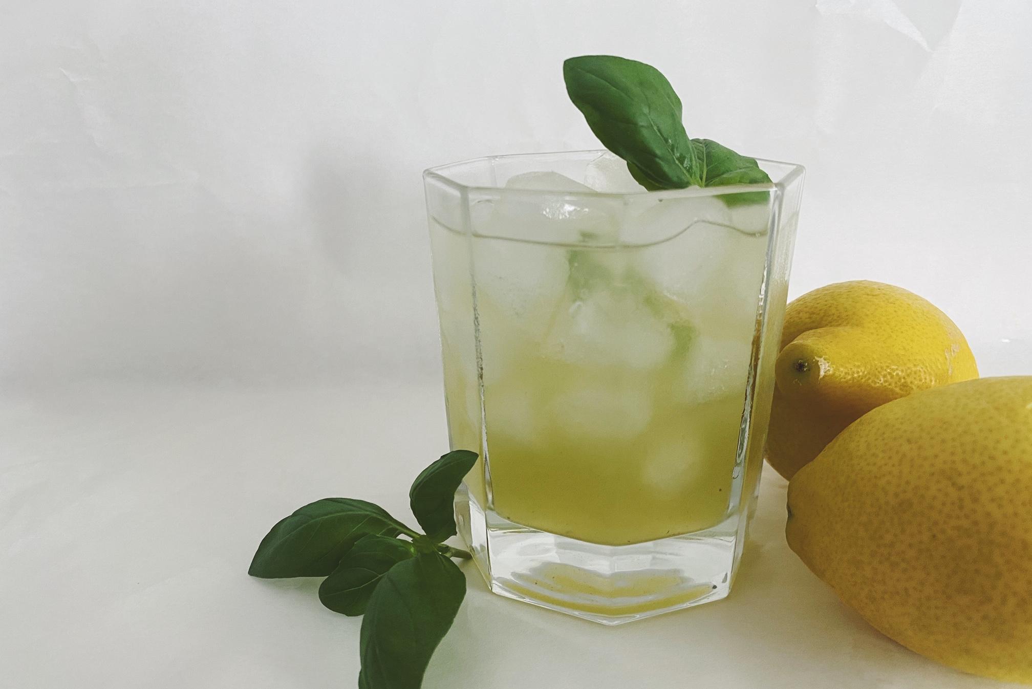 Gin Basil Smash - der erfrischende Sommer-Cocktail