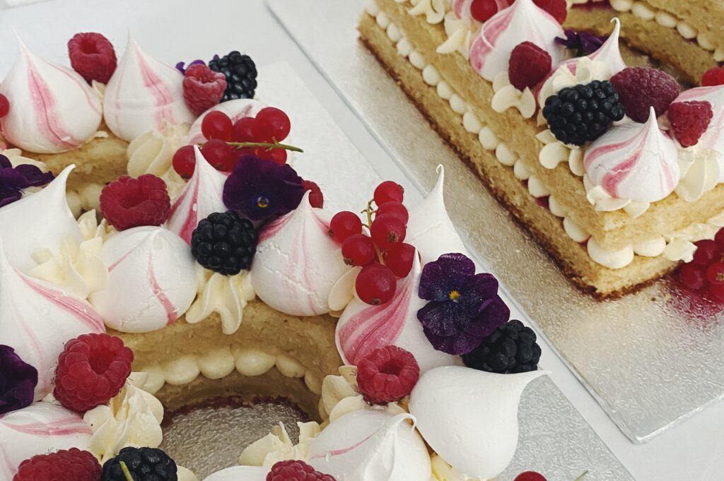 Bild zu den Number / Letter Cakes von boumbelle