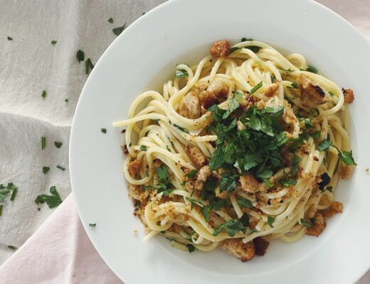Pasta mit Brotkrümeln und Kräutern - Resteverwertung deluxe