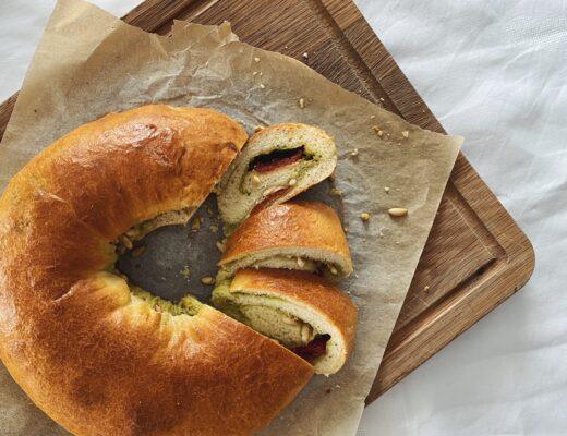 Brotkranz: Mit Pesto, getrockneten Tomaten und Parmesan